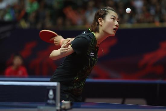 6月25日,2017中国乒乓球公开赛女单决赛,丁宁以4∶1击败孙颖莎夺