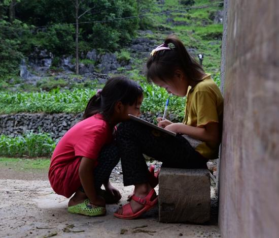 """中国孩子歌词_留守儿童:学校给我建个""""家""""-中青在线"""