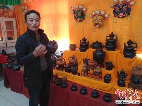 """藏族手工艺人谢格太:让濒临失传的黑陶""""活起来"""""""