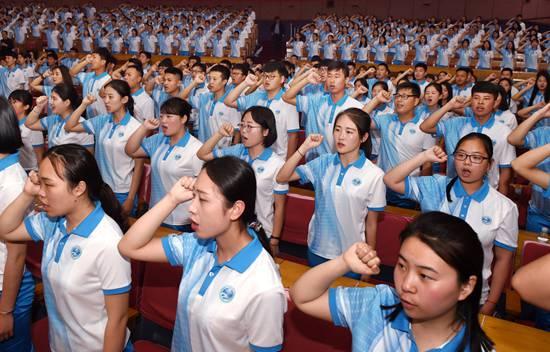 上合青岛峰会2000名志愿者上岗