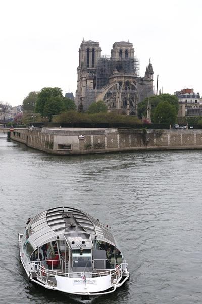比重建巴黎圣母院更艱難的是重建法國民心