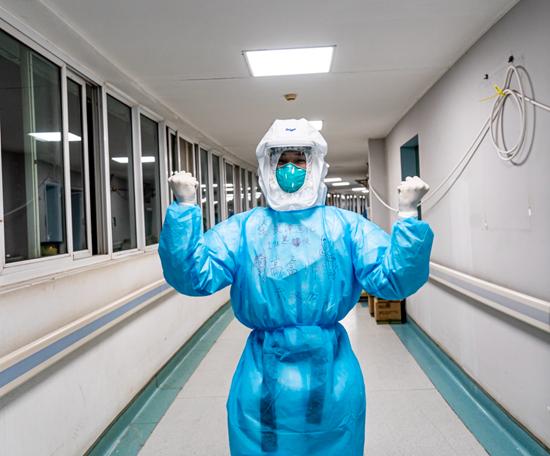挑大梁!金银潭最年轻护士坚守ICU三个月