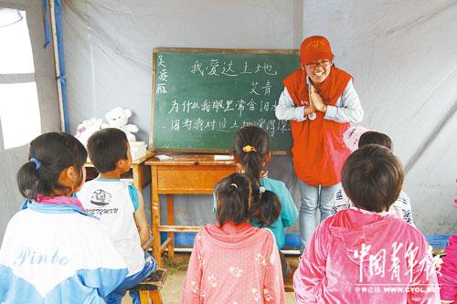 甘肃岷县漳县地震灾后首个帐篷学校开课