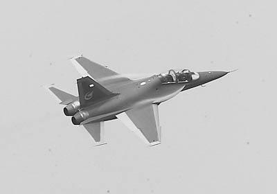 样机尺寸与真实飞机的比例为1:1,全长17米,高度5.6米,宽度为3.96米.