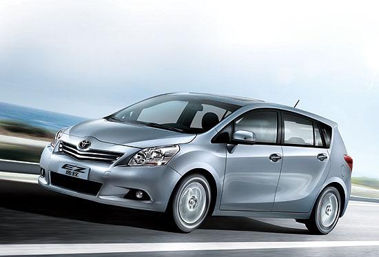 12月18日,广汽丰田发布了第四款国产新车逸致EZ 。作为首款FUV(Fashionable Utility Vehicle)时尚多功能车,逸致EZ主打家庭用车市场,集合轿车的舒适性和燃油经济性、MPV的大空间和多用途、城市SUV的动感外观和高安全性于一体,以具备强烈时代特征的时尚感,引领新家庭用车风潮。 广汽丰田执行副总经理冯兴亚表示:逸致是国内首款按中高级轿车标准打造的时尚多功能车,集合了三种车型的优势,全面兼顾单一车型所不能满足的多种需求,成为当下时尚活力新家庭用车的首选。传统的