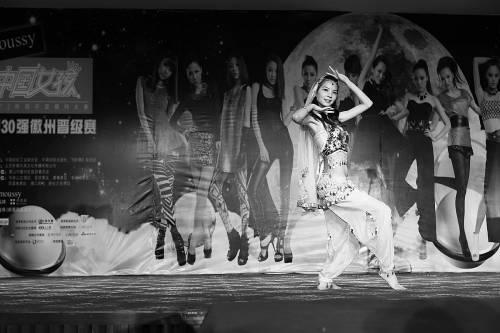 """中国 黄山市/8月13日,moussy""""中国女孩""""2012昕薇平面模特大赛,全国30..."""