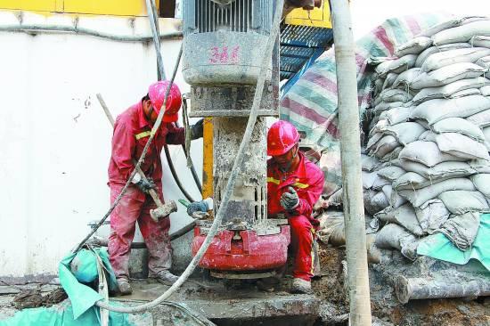 采油队班组对机械进行安装维护兰州