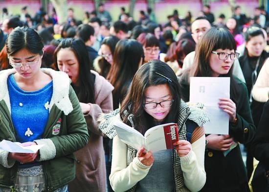 江苏公务员招录及报考人数继续减少